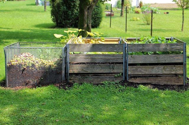 kompost v zahradě