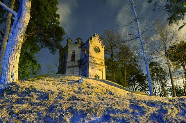 Estonsko, Kochi v noci