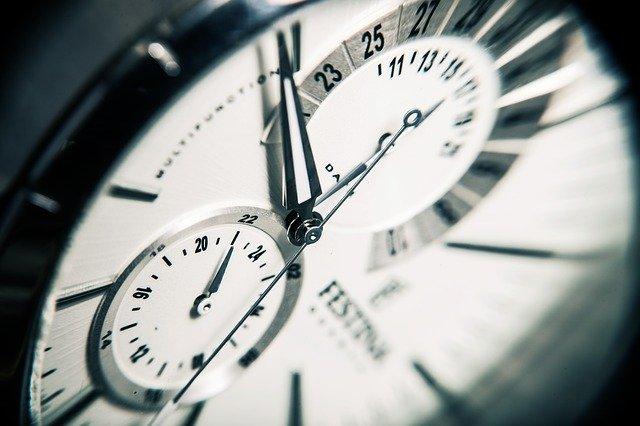 tikající hodiny – symbol nedostatku času